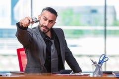 Gniewny agresywny biznesmen z pistoletem w biurze Fotografia Royalty Free