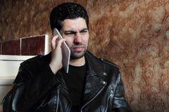 Gniewny arabski młody biznesmen w kurtce obraz royalty free