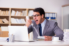 Gniewny biznesmen pracuje w biurze Obraz Royalty Free