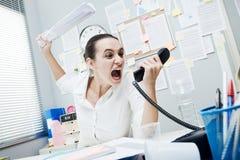 Gniewny bizneswoman na telefonie Zdjęcie Stock