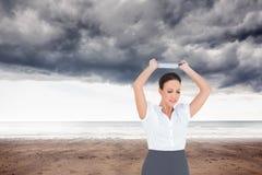 Gniewny bizneswoman rzuca jej pastylka komputer osobistego Zdjęcia Stock