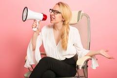 Gniewny bizneswoman z głośnikiem Zdjęcia Stock