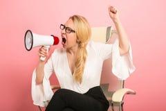 Gniewny bizneswoman z głośnikiem Zdjęcie Stock