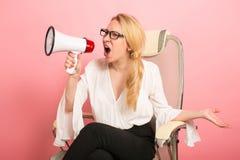 Gniewny bizneswoman z głośnikiem Fotografia Stock