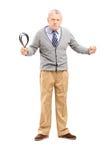 Gniewny dorośleć mężczyzna trzyma pasek Obrazy Stock