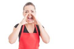 Gniewny hypermarket sprzedawcy krzyczeć Obraz Royalty Free