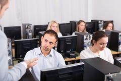 Gniewny kierownik nierad pracownicy obraz stock