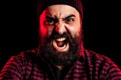 Gniewny krzyczący brodaty mężczyzna obrazy stock