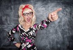 Gniewny krzyczący retro nauczyciel wskazuje out obrazy stock