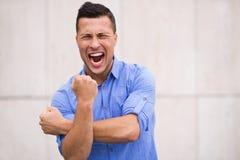 Gniewny mężczyzna gestykulować Fotografia Royalty Free