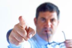Gniewny mężczyzna kierownik pokazuje sposób drzwi Zdjęcia Royalty Free