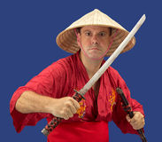 Gniewny mężczyzna mienia samurajów kordzik Zdjęcie Royalty Free
