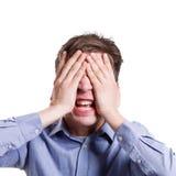 Gniewny mężczyzna nakrycie ono przygląda się z palmami i krzyczeć Obrazy Stock