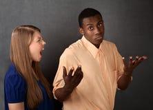 gniewny mężczyzna robiąca afront kobieta Obrazy Stock