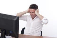 Gniewny mężczyzna w biurze zdjęcie royalty free