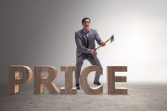 Gniewny mężczyzna z cioską axing ceny słowo Zdjęcia Royalty Free