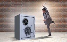 Gniewny mężczyzna z kija bejsbolowego ciupnięcia pieniądze skrytką Obrazy Stock