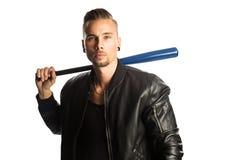 Gniewny mężczyzna z kijem bejsbolowym Zdjęcie Royalty Free