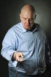 Gniewny mężczyzna z telewizyjnym pilot do tv Obraz Stock