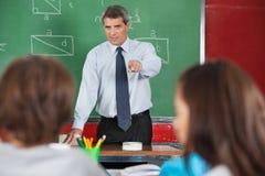 Gniewny Męski nauczyciel Wskazuje Przy uczniami Obraz Royalty Free