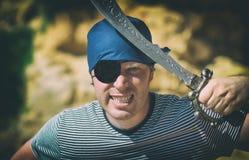 Gniewny męski pirat z kordzikiem Obrazy Royalty Free