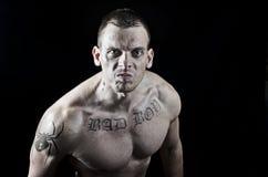 Gniewny mięśniowy mężczyzna Fotografia Royalty Free