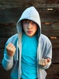 Gniewny nastolatek plenerowy fotografia stock
