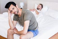 Gniewny para homoseksualista w sypialni Fotografia Stock