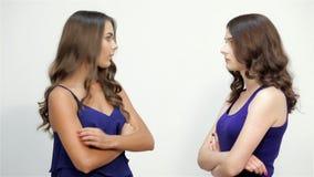 Gniewny siostr nadużywać inny okaleczał jeden zbiory