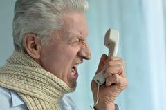 Gniewny starszy mężczyzna zdjęcia stock