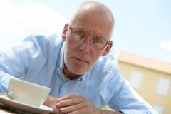 Gniewny starszy mężczyzna plenerowy Fotografia Royalty Free
