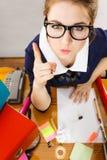 Gniewny szalenie bossy bizneswoman jest wściekły fotografia stock