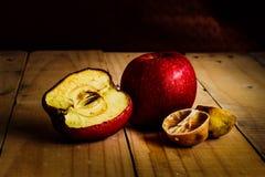 Gnilne i więdnąć owoc obrazy royalty free