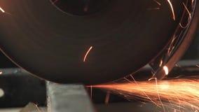 Gnistor flyger, klipper metall stock video