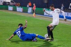 GNK迪纳莫队萨格勒布对FC塞维利亚 Petar STOJANOVIC (37)和VITOLO (20) 免版税库存图片