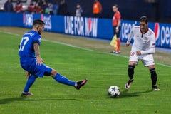 GNK Dinamo Ζάγκρεμπ ΕΝΑΝΤΊΟΝ FC Σεβίλλη Petar STOJANOVIC (37) και Sergio ESCUDERO (18) Στοκ Εικόνες