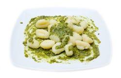 Gnocchi和Pesto 免版税库存图片