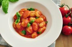 Gnocchi avec la sauce tomate Image stock