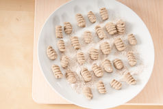 Gnocchi casalinghi del grano saraceno (vista superiore) Fotografia Stock
