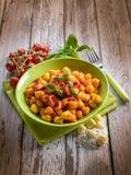 Gnocchi caseiro com molho de tomate Fotografia de Stock Royalty Free