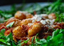 Gnocchi com molho de tomate Feche acima do detalhe foto de stock royalty free