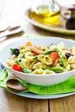 Gnocchi con la ensalada del espárrago en la preparación del Pesto Foto de archivo libre de regalías