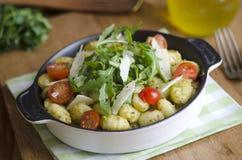 Gnocchi con Pesto Immagine Stock