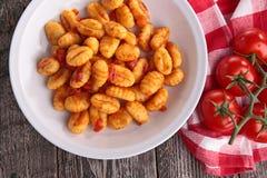 Gnocchi cuit avec la sauce tomate Photo libre de droits