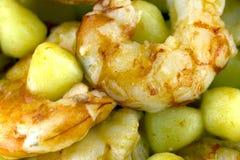 Gnocchi de pomme de terre avec les crevettes roses argentines Photographie stock