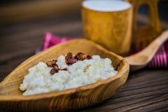Gnocchi di gnocchi della patata con il formaggio ed il bacon delle pecore fotografie stock libere da diritti