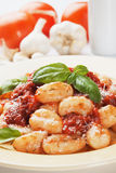 Gnocchi di patata with basilico and tomato sauce Stock Photography