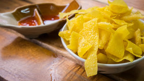 Gnocchi fritti con salsa piccante fotografie stock libere da diritti