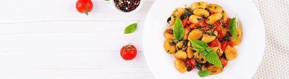 Gnocchi makaron w wieśniaka stylu carpaccio kuchni doskonale stylu ?ycia, jedzenie luksus w?oski Jarski jarzynowy makaron fotografia royalty free