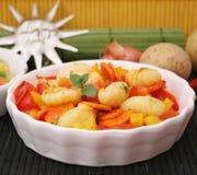 Gnocchi met groenten stock foto